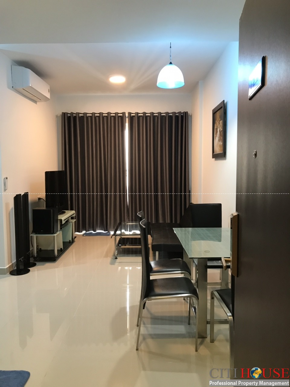 Sunrise Riverside apartment for rent with view of the river and park