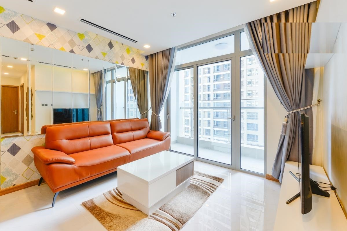 Vinhomes apartment for rent in Nguyen Huu Canh street, Binh Thanh, just 5 minutes to City Center