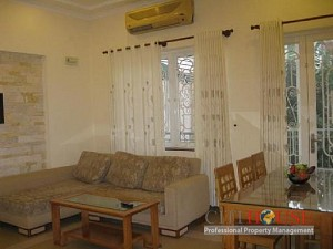 Apartment for Rent in Phuc Nguyen, District 3, Open Kitchen, $550